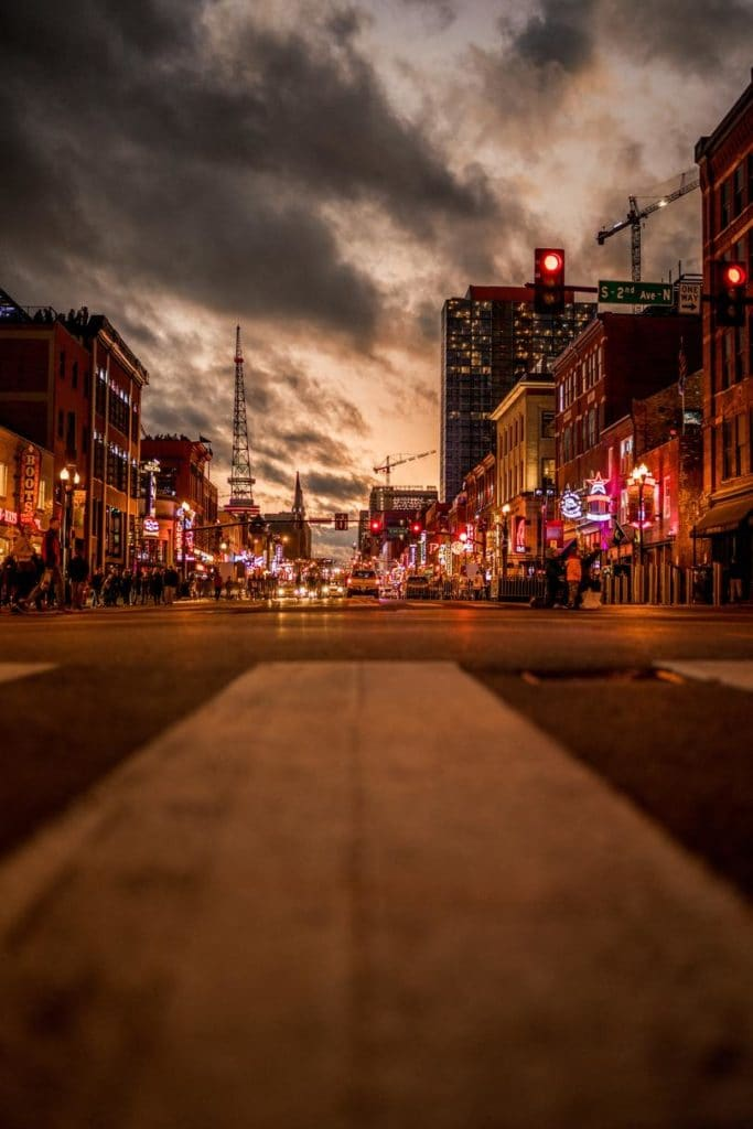 48-hours-in-nashville-broadway-tennessee
