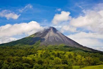 Costa Rica Arenal-www.istockphoto.comgbphotoarenal-volcano_0086-gm95187090-7028614-MarkGabrena