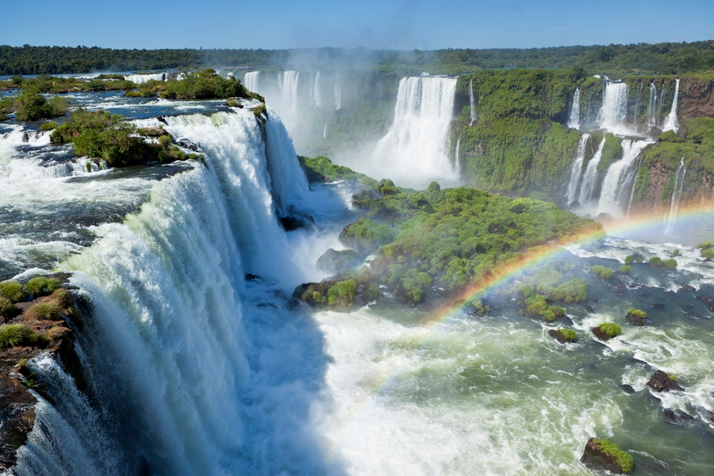 Amazing natural wonders Iguazu-Falls-www.istockphoto.comgbphotoargentina-iguazu-waterfalls-garganta-del-diablo-with-rainbow-gm155384430-19452951-Grafissimo