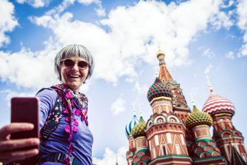 Travel experience St-Basils-www.istockphoto.comgbphotoportrait-of-a-woman-taking-selfie-with-saint-basils-chatedral-on-red-square-in-moscow-gm814050496-131687031-Ababsolutum