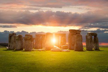 European landmarks Stonehenge-www.istockphoto.comgbphotostonehenge-gm491580658-75822975-AndyRoland
