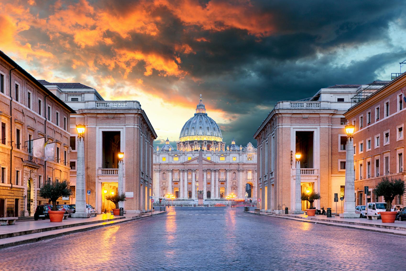 Sights in Italy Vatican-Rome-www.istockphoto.comgbphotovatican-rome-conciliazione-street-gm545788190-98482865-TomasSereda