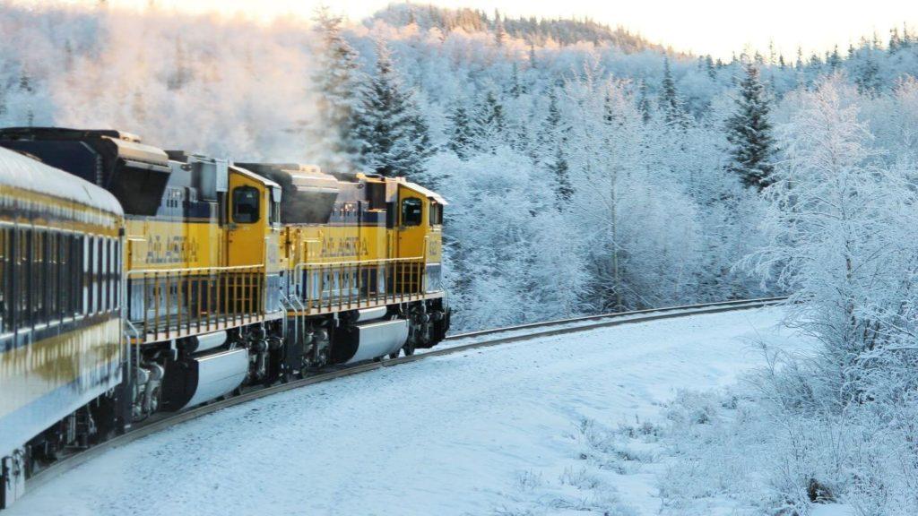 alaska train travelling through snow