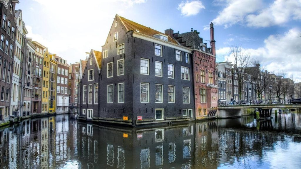 traditional houses canals amsterdam netherlands