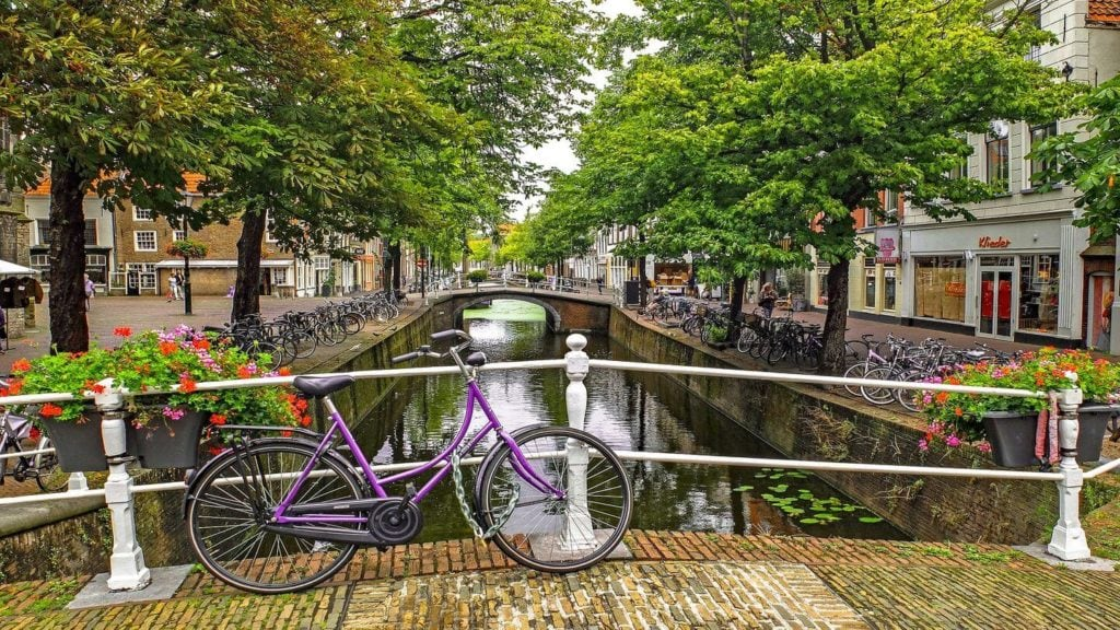 bicycle canal netherlands