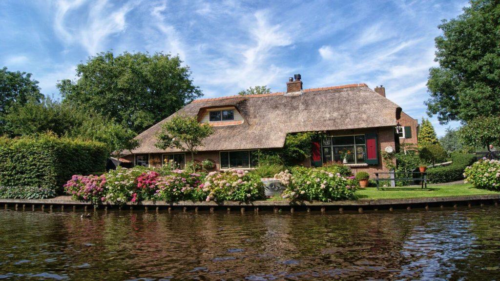 traditional house giethoorn netherlands