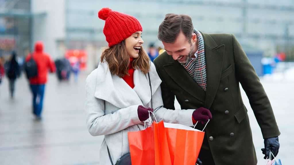 Couple happy while shopping - Scottish phrases and expressions