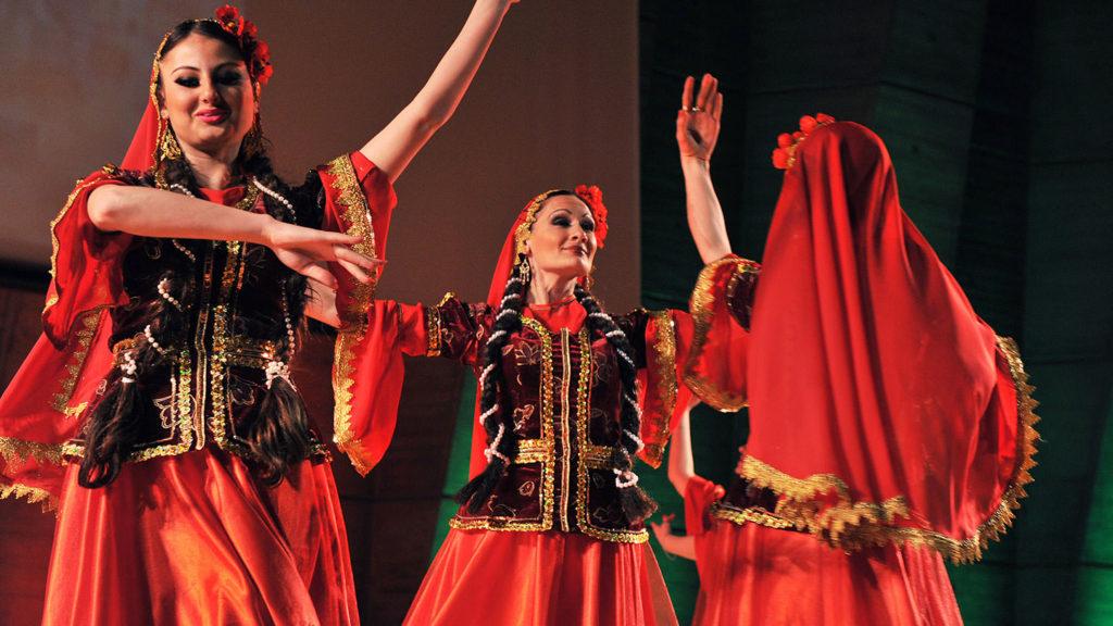 Armenian Customs - Traditional dancing