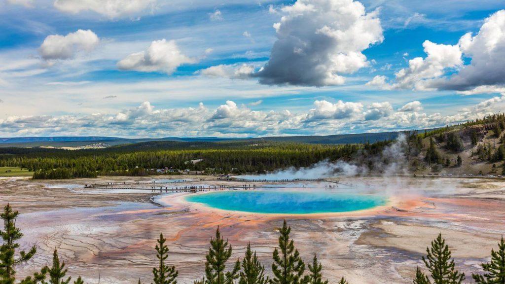 old faithful geyser yellowstone united states