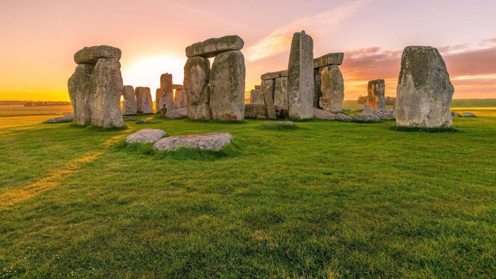 sunrise at stonehenge england
