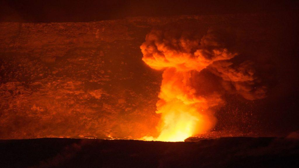 volcano eruption hawai'i volcanoes national park