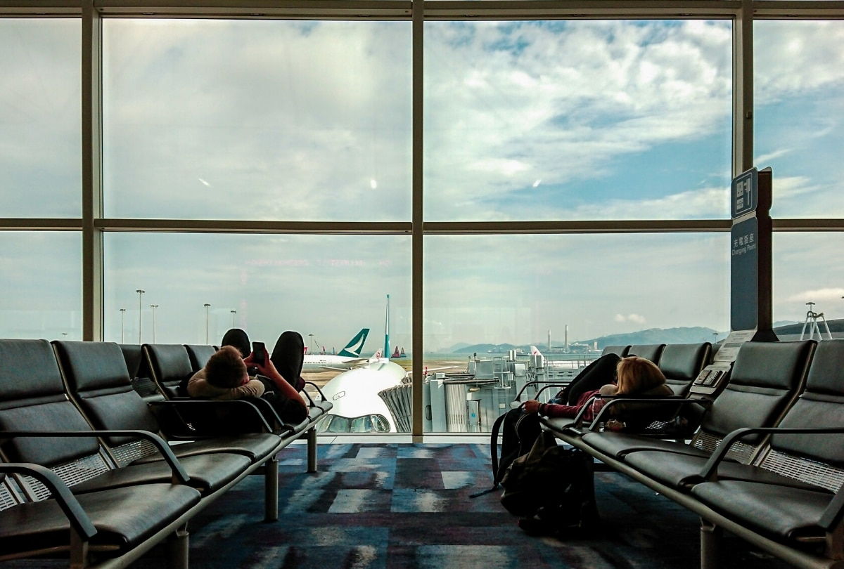 social distance in airports - airplane etiquette