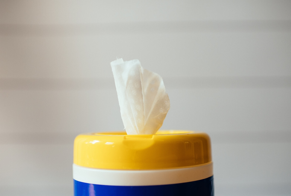anti-bacterial wipes airplane etiquette