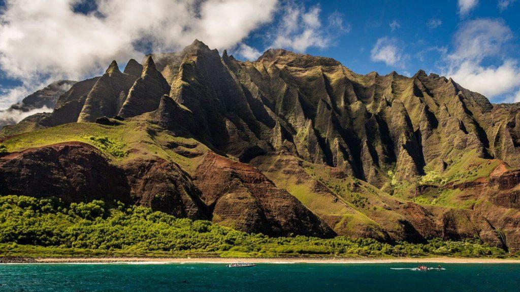 green mountains ocean Hawaii USA travel bucket list
