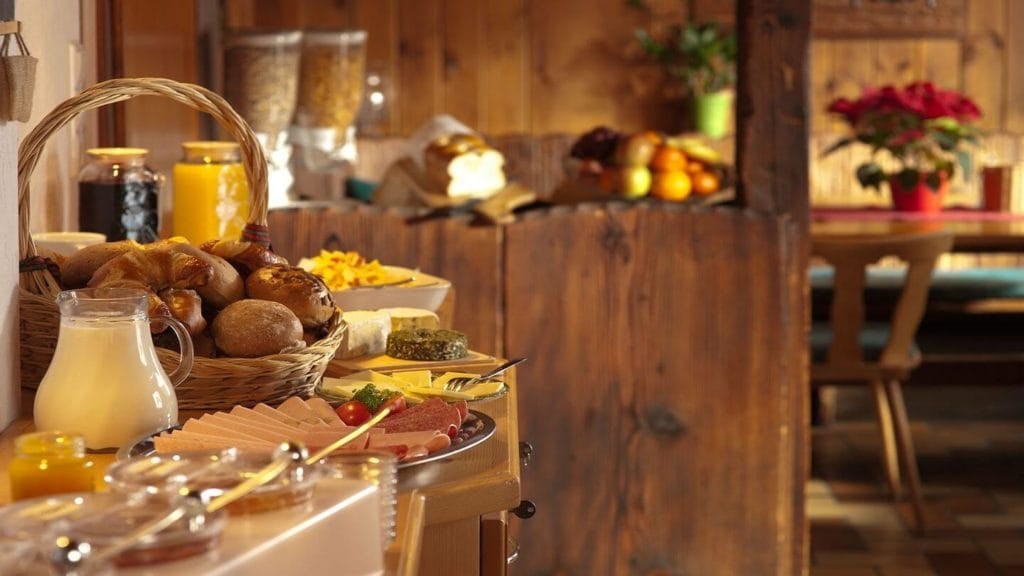 hotel breakfast buffet how hotels will change after COVID-19
