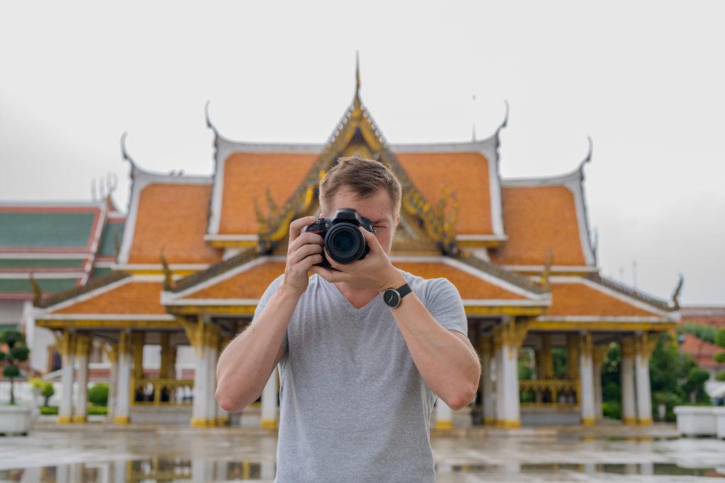Visit the temples of Bangkok