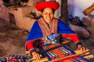 peruvian woman traditional weaving craft