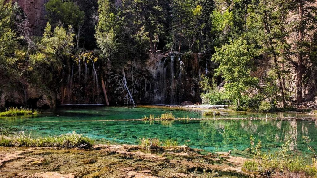 Hanging Lake in Colorado is one of the most beautiful american lakes