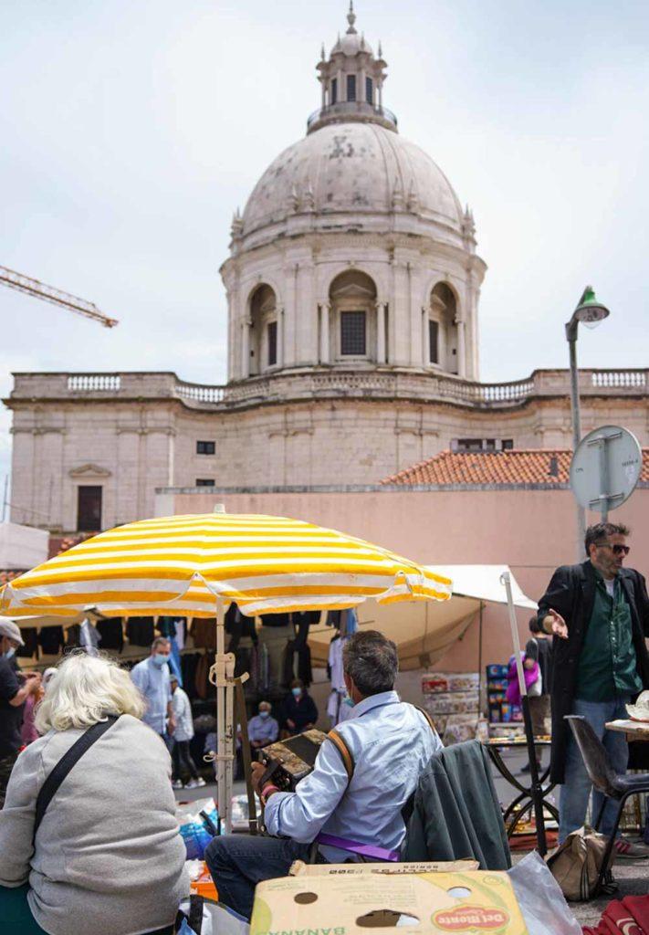 Feira da Ladra Lisbon
