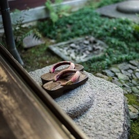 Japan Ryokan Shoes 2016 Hero SQ R 529407167_HiddenJourneys